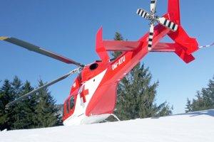 Vrtuľník previezol zraneného do popradskej nemocnice.
