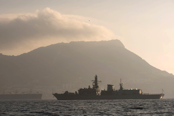 K incidentu boli privolané lode britského Kráľovského vojenského námorníctva.