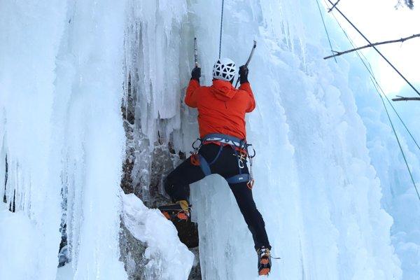 Ľadopád je vysoký 18 metrov a široký 13 metrov.