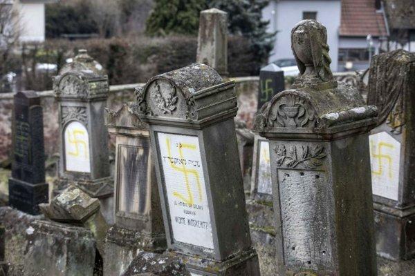 Vandalizmus na židovskom cintoríne vo francúzskom meste Quatzenheim.