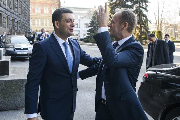 Premiér Ukrajny Volodymyr Hrojsman a predseda Európskej rady Donald Tusk.