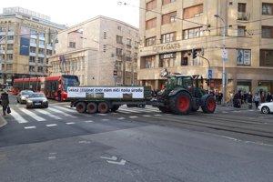 Traktor na Štúrovej ulici.