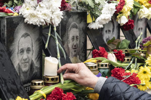 Pamätné miesto na ľudí, ktorí zahynuli počas zrážok s bezpečnostnými silami na Námestí Nezávislosti (Majdan) pri príležitosti 5. výročia revolúcie z roku 2014 v Kyjeve.
