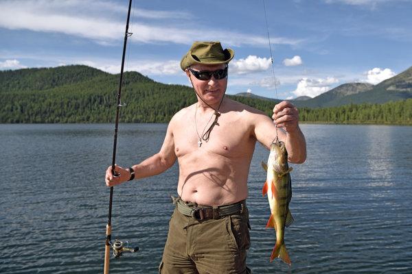 Putin odoberá aj časopis o love a rybárčení.
