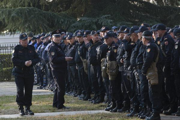 Proti demonštrantom nasadili 1200 policajtov.