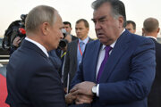 Tadžický autoritársky líder Emomali Rachmon s Vladimirom Putinom.