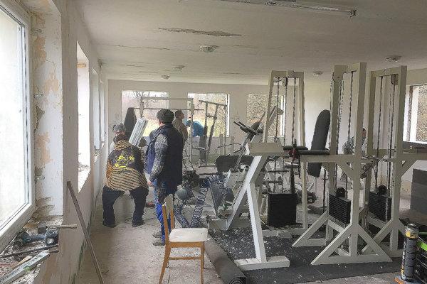 Pri rekonštrukcii pomáhali aj dobrovoľníci.