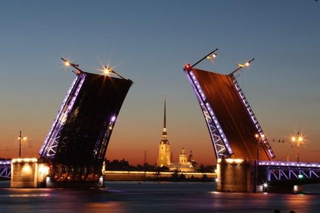 Otvára sa až 12 mostov, z toho 9 pravidelne.