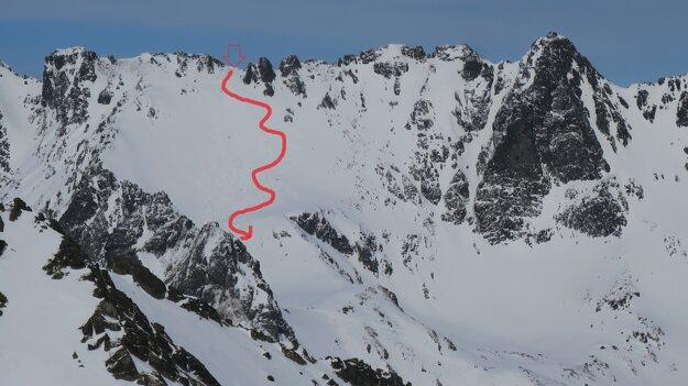 V sobotu sme si Voliu štrbinu prezreli z Patrie. Šípka ukazuje vrchol štrbiny a smer výstupu i zjazdu.