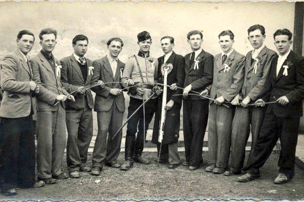 Chtelnickí šabľovníci v 40-tych rokoch.