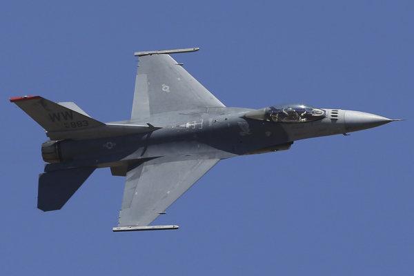 Stíhacie lietadlo F-16 indickej armády.