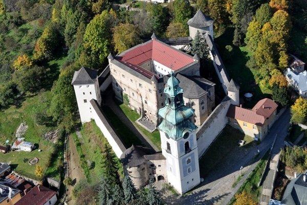 Areál Starého zámku, kde sa už o pár dní rozložia filmári. Oživia tu grófa Draculu.