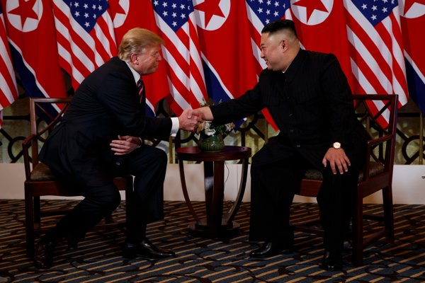 Donald Trump sa stretol s Kim Čong-unom.