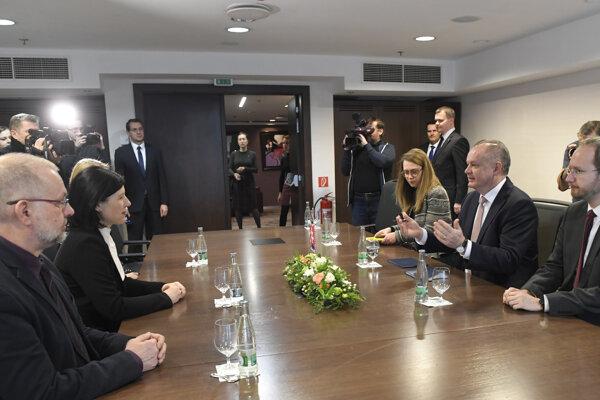 Stretnutie prezidenta SR Andreja Kisku (druhý sprava) s európskou komisárkou pre spravodlivosť, ochranu spotrebiteľov a otázky rovnosti pohlaví Věrou Jourovou (druhá zľava) v Košiciach.