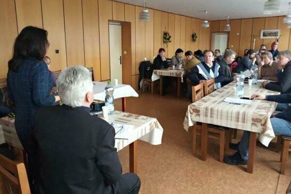 Momentka zo stretnutia starostov obcí v okrese Svidník, ktorých vývoz komunálneho odpadu zabezpečujú Technické služby mesta Svidník.