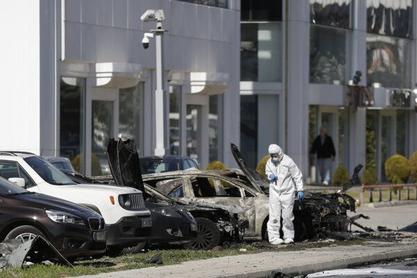 Incident sa stal v mestskej časti Glyfada a zhoreli pri ňom štyri autá.