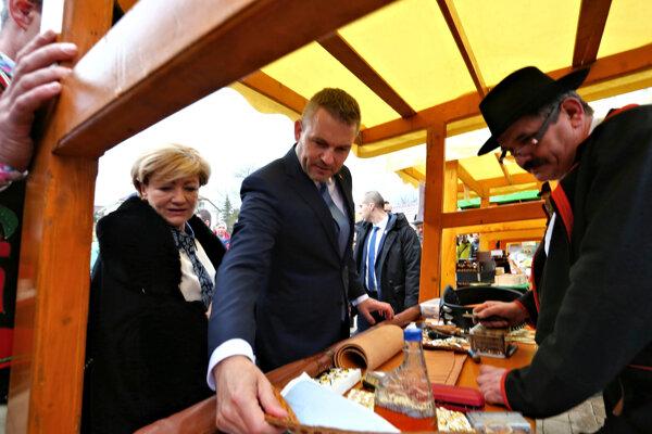 Predseda vlády Peter Pellegrini počas návštevy Očovej, kde spolu s ministerkou kultúry Ľubicou Laššákovou predstavili nový projekt rezortu kultúry Folklór – duša Slovenska.
