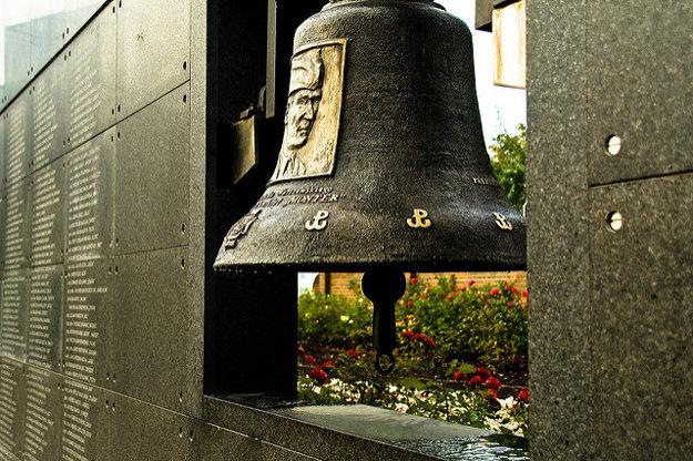 Jedným zo symbolov Varšavy je Múr pamäti.