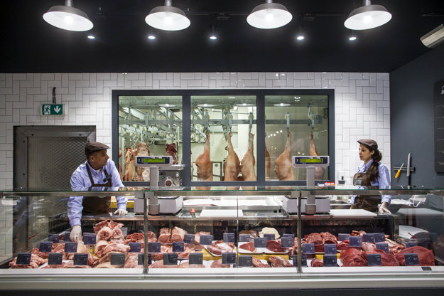 Yeme si zakladá na kvalite a čerstvosti. Bravčové a hovädzie mäso nakupuje od dvoch slovenských fariem.