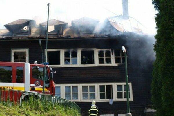 Veľký požiar chaty v areáli bývalej školy v prírode - rok 2014.