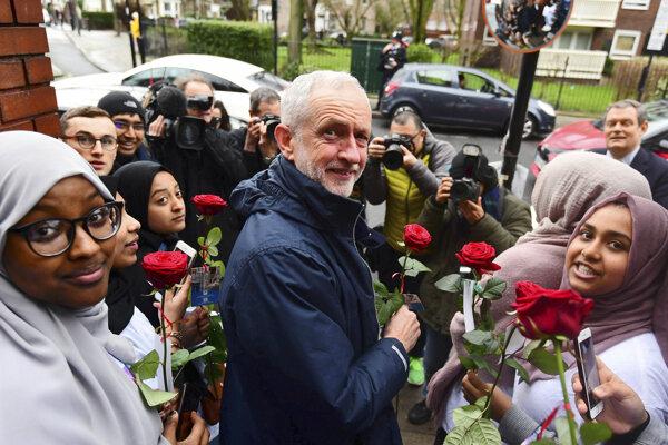 Jeremy Corbyn počas návštevy londýnskej mešity.