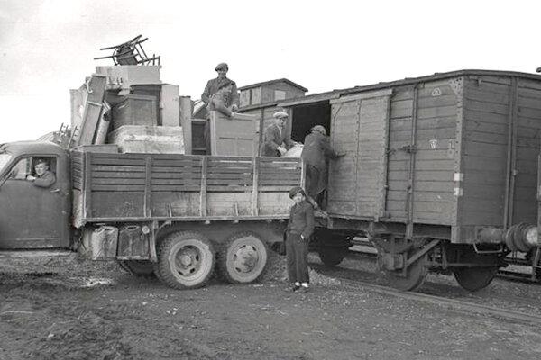 Vysídľovanie obyvateľstva z južných častí Slovenska sa dotklo aj Levického okresu.