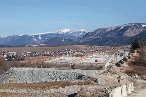 Slovensko-talianske konzorcium má vypratať stavenisko.