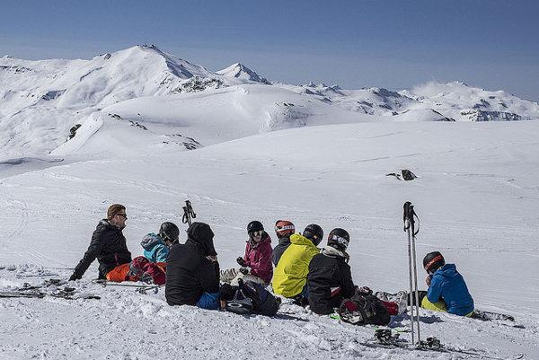 Lyžovačka v Alpách je jednou z možností, ako si počas  veľkonočných sviatkov aktívne oddýchnuť.