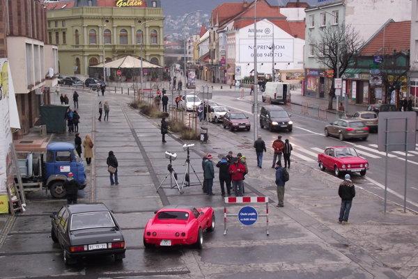 Filmári pred VÚB.