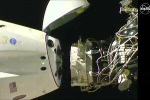 Odpájanie kapsuly od stanice.