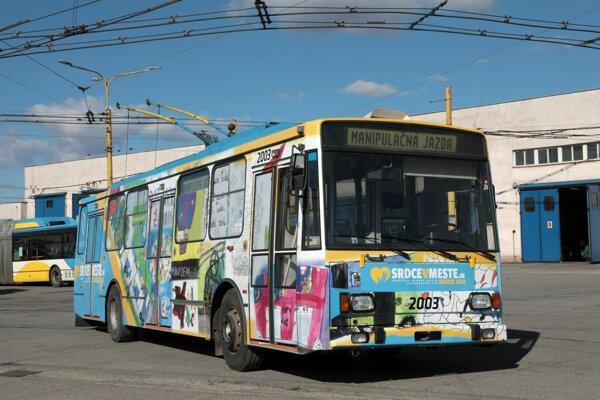 Dobrý trolejbus je pripravený vyraziť.