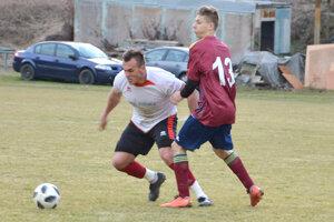 Futbalová jar odštartovala aj na trávnikoch v okrese Levice.