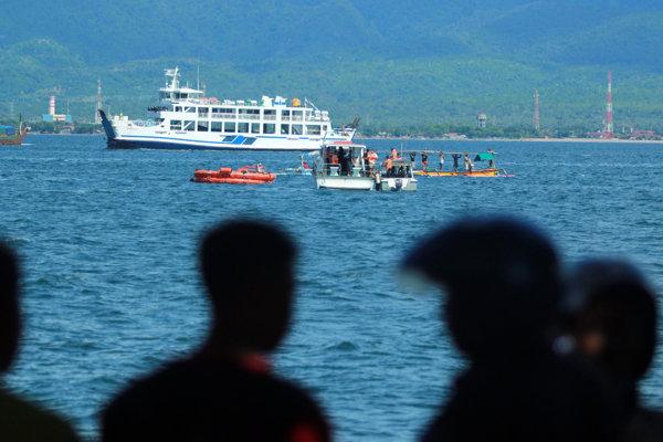 Pri incidente v Balijskom prielive zachránili najmenej 71 ľudí.