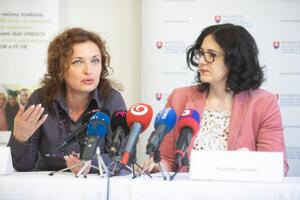 Riaditeľka Národného ústavu certifikovaných meraní (NÚCEM) Romana Kanovská a ministerka školstva, vedy, výskumu a športu Martina Lubyová.