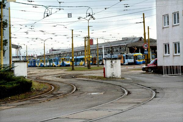 Električkové depo a sídlo Dopravného podniku mesta Košice na Bardejovskej ulici.