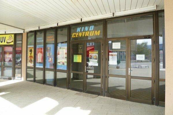 Vchod do priestorov sninského kina.