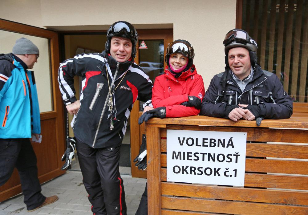 Volebná miestnosť v Demänovskej Doline v budove obecného úradu bola plná voličov.