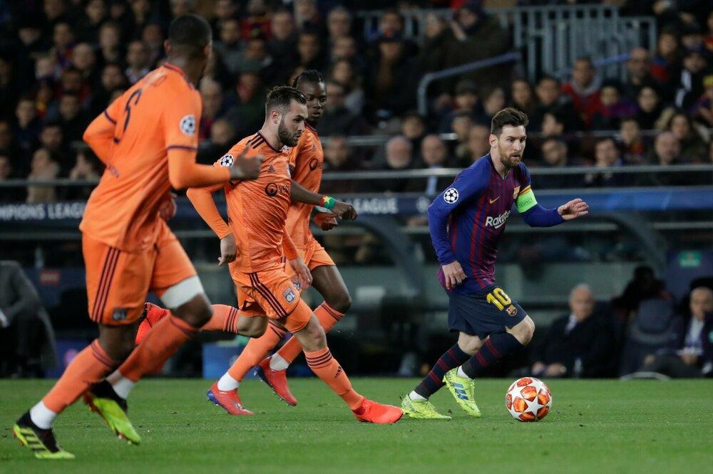 83773525e6741 FC Barcelona - Olympique Lyon (Liga majstrov 2018/2019, osemfinále). 11/17.  Zväčšiť Všetky fotky. Lionel Messi (vpravo) v úniku.