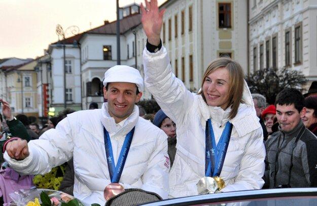 Pavol Hurajt a Anastasia Kuzminová po návrate z Vancouvru.