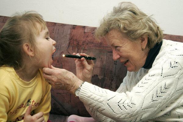Známa žilinská detská lekárka spolu s manželom tri deti, okrem šiestich vnukov má už i pravnučku.