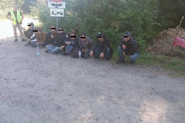Zadržaní členovia gangu prevádzačov v rámci medzinárodnej akcie LONG WAY.