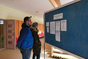Mladí Ľubičania Anna a Anton prezidentské voľby nevynechali.