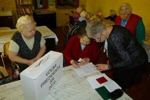 Voľby v penzióne v Hornej Seči.