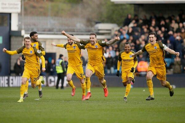 Futbalisti Brightonu sa radujú z postupu do semifinále FA Cupu.