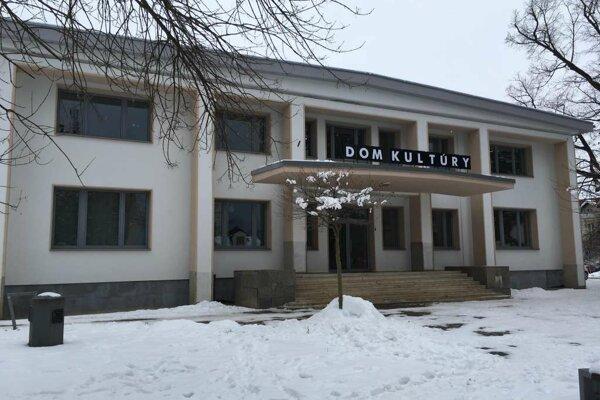Dom kultúry v Starej Ľubovni s vynoveným exteriérom.