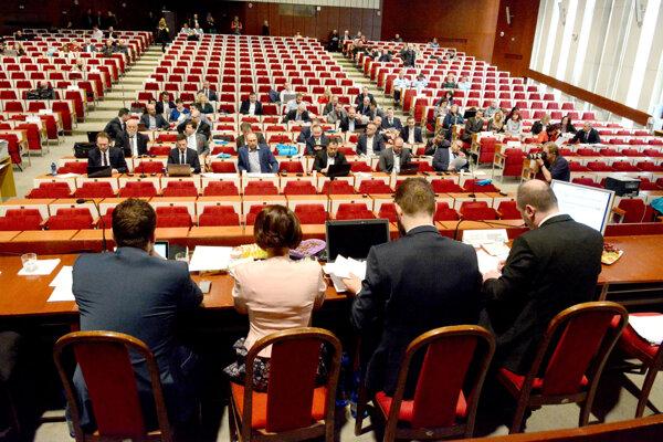 Rokovania v Bratislave s vicepremiérom Rašim úspech pre košickú delegáciu nepriniesli.