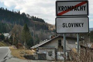 Kukláči zasahovali v Slovinkách.