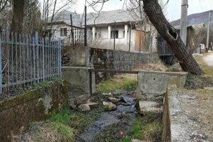 Povestný prameň v obci Rožňavské Bystré sľubuje ženám dvojčatá. Podľa miestnych za to môže genetika.