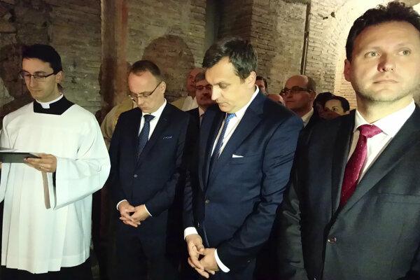 Predseda Národnej rady SR Andrej Danko a predseda Poslaneckej snemovne Parlamentu ČR Radek Vondráček sa vo štvrtok 21. marca 2019 spoločne zúčastnili na omši v rímskej Bazilike svätého Klementa.