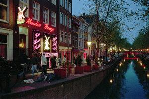 Vyhlásená amsterdamská štvrť Oudezijds Achterburgwal.